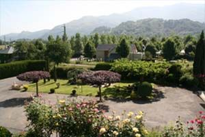 Courtyard Location Vacation rental 17206 Argeles Gazost