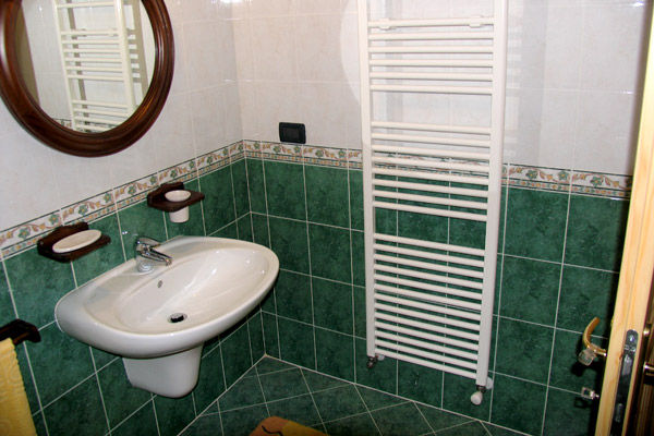 bathroom Location Apartment 39767 Folgarida
