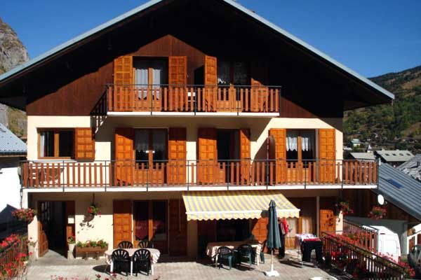 View of the property from outside Location Apartment 49762 Valloire