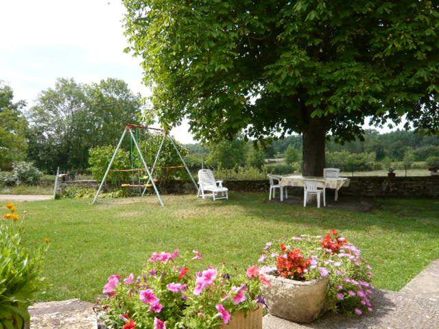 Courtyard Location Vacation rental 51135 Saint-Cirq-Lapopie