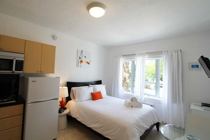 Location One-room apartment 5333 South Beach