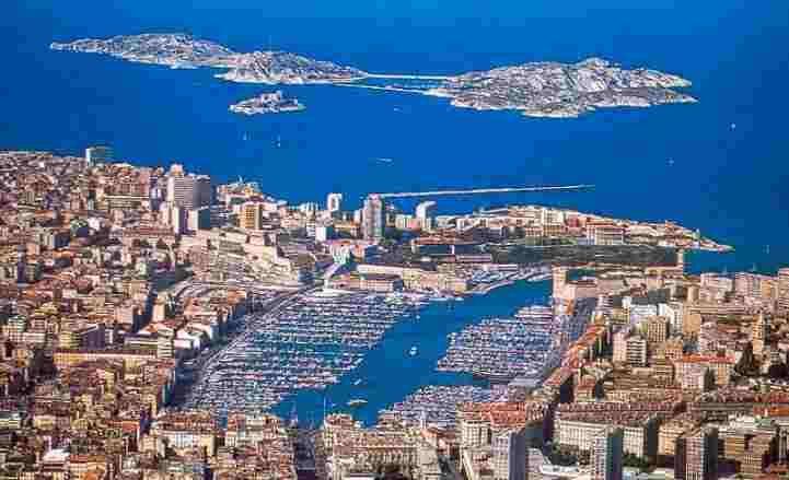 Surroundings Location One-room apartment 5963 Marseille