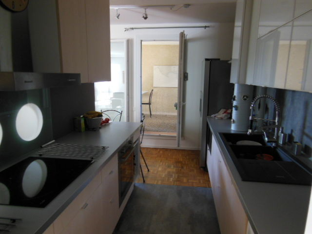 Separate kitchen Location Apartment 8405 Cassis