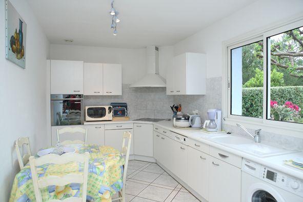 Open-plan kitchen Location Villa 92053 Cap Ferret
