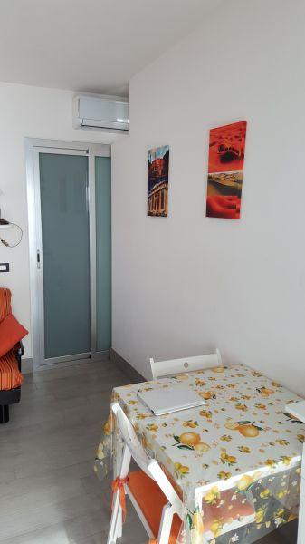 Dining room Location Apartment 63992 Tre Fontane
