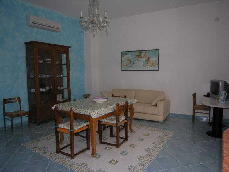 Dining room Location Apartment 64606 Scopello