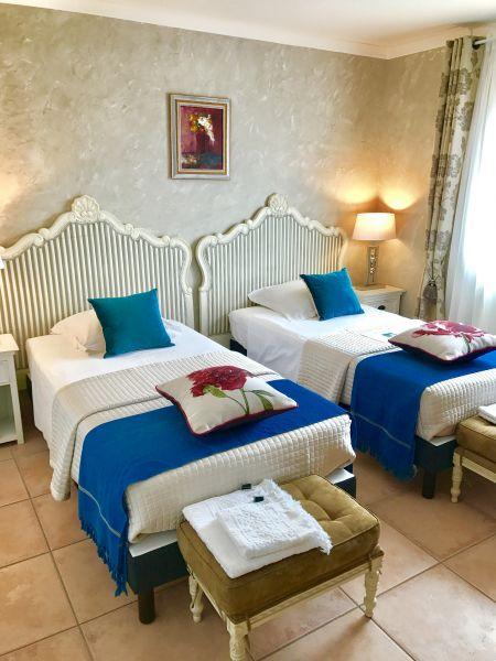 bedroom 2 Location Villa 76063 Avignon