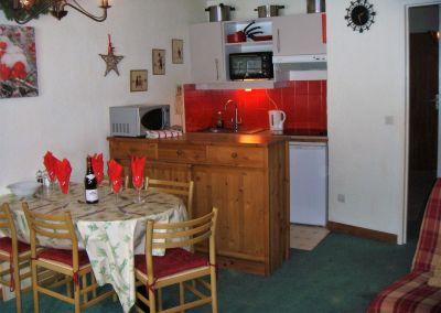 Open-plan kitchen Location Apartment 111265 La Tania