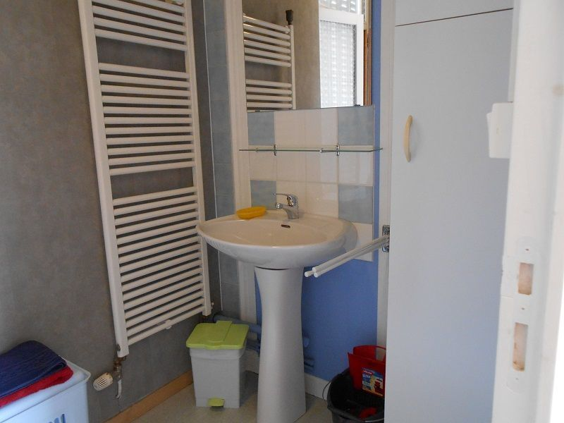 Half bath Location Apartment 115202 La Bourboule