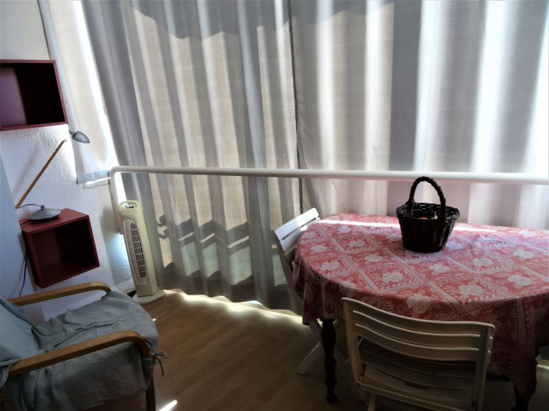 Covered balcony Location One-room apartment 115750 Sete
