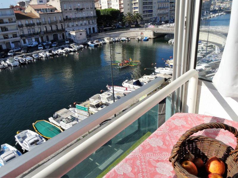 View of the property from outside Location One-room apartment 115750 Sete