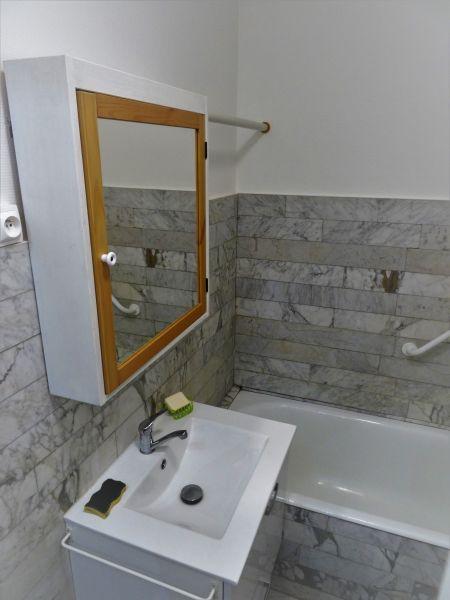 bathroom Location One-room apartment 115750 Sete