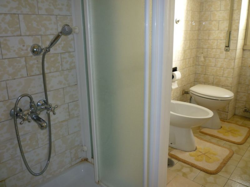 bathroom Location Apartment 74636 Rome