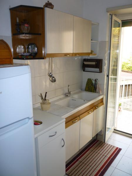 Separate kitchen Location Apartment 74636 Rome