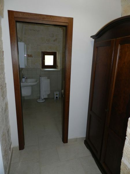 bathroom 2 Location Unusual accommodation 81959 Locorotondo