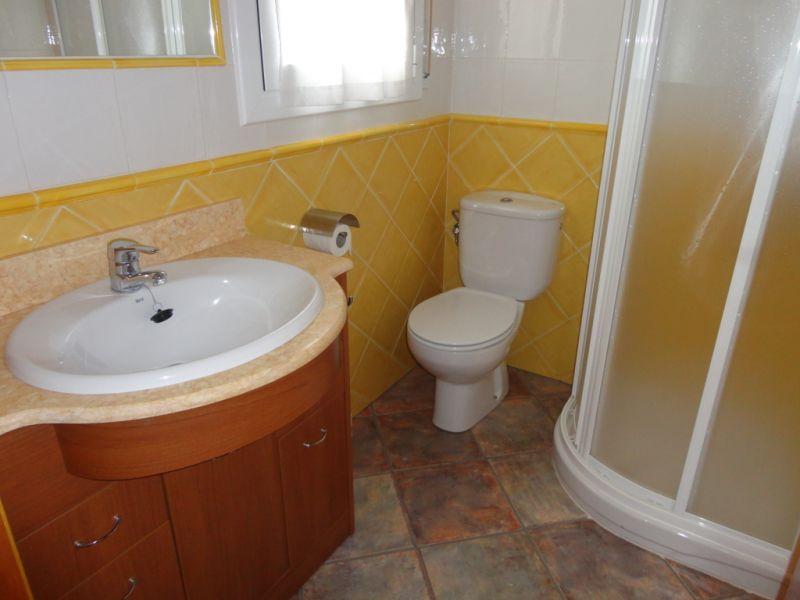 bathroom 1 Location House 92760 Cambrils