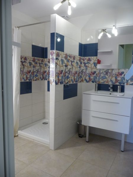 bathroom Location Apartment 106719 Evian les Bains