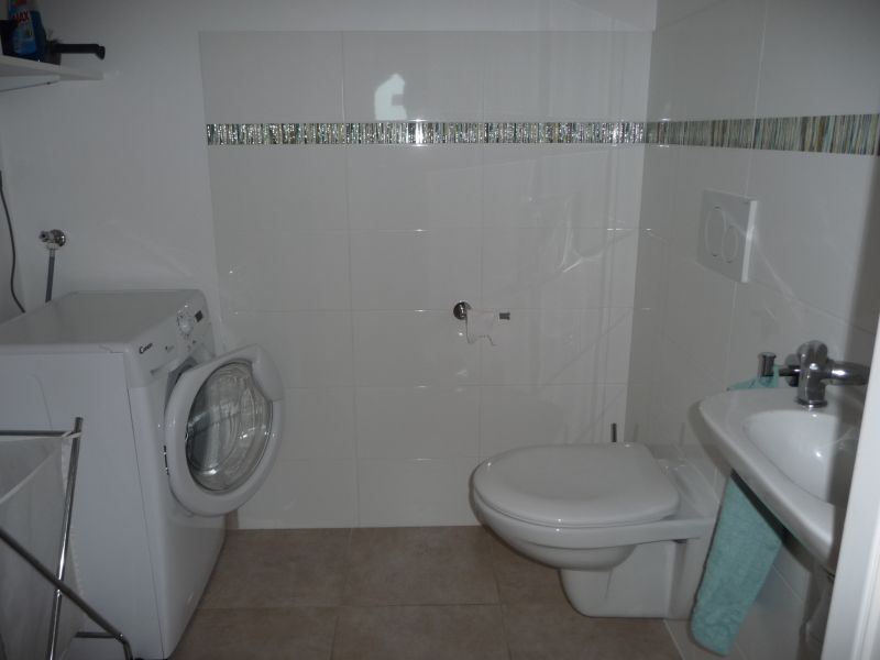 Bathroom w/toilet only Location Apartment 106719 Evian les Bains