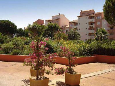 Garden Location One-room apartment 109105 Hyères