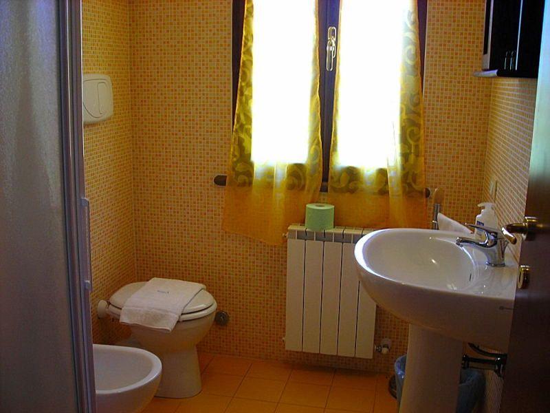 bathroom Location Apartment 109192 Cecina