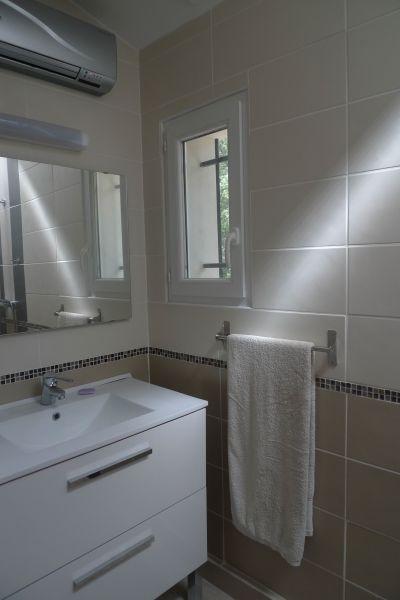 Half bath Location Villa 115618 Lorgues