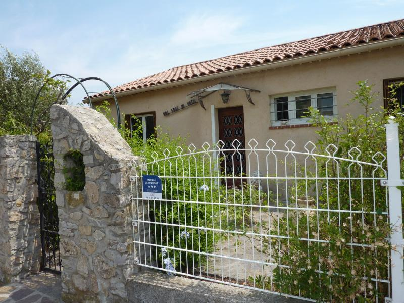 View of the property from outside Location Villa 71753 Hyères