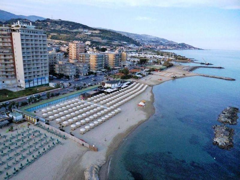 Location Apartment 76180 Sanremo