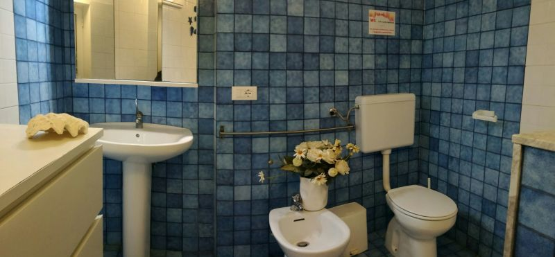 bathroom Location Apartment 102048 Ostuni