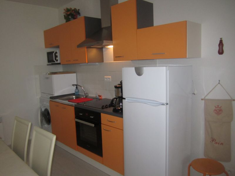 Open-plan kitchen Location Apartment 66948 Les Rousses