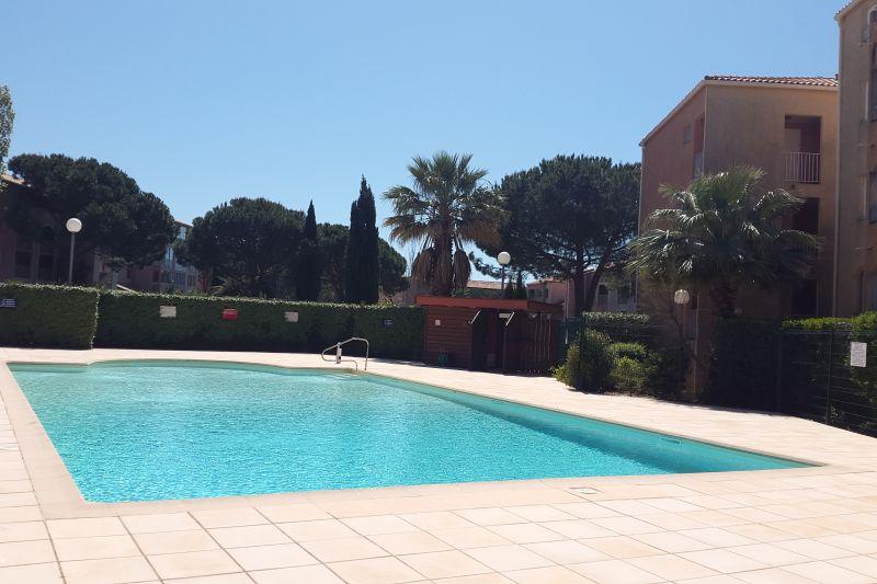 Swimming pool Location Apartment 68666 La Londe les Maures