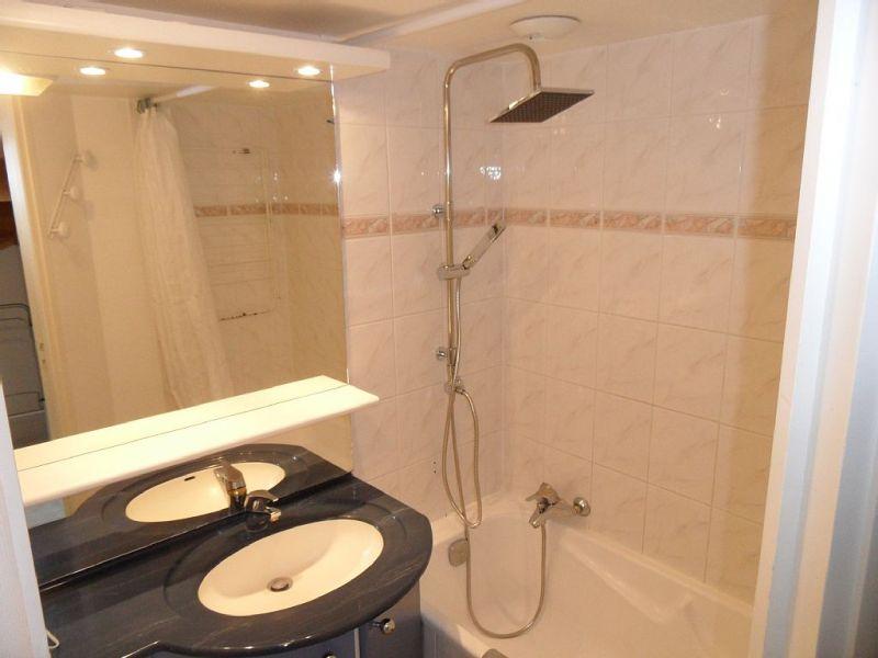 bathroom Location Apartment 81402 La Couarde-sur-Mer