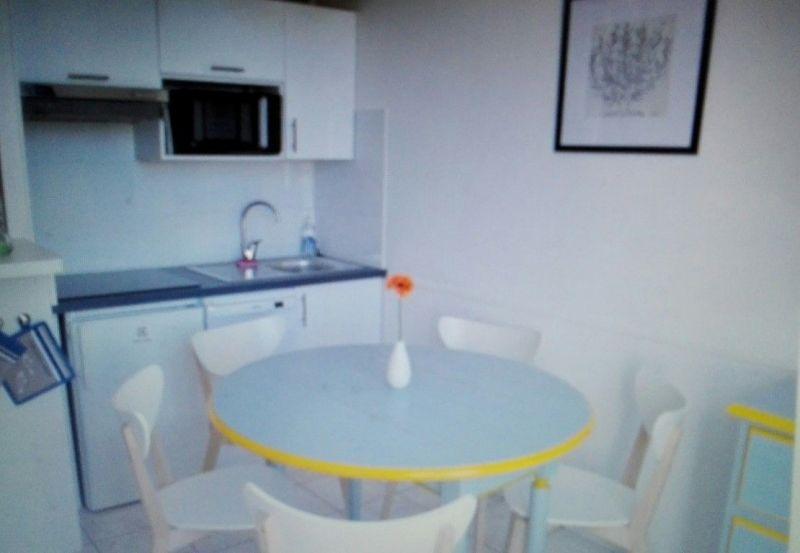 Open-plan kitchen Location Apartment 81402 La Couarde-sur-Mer