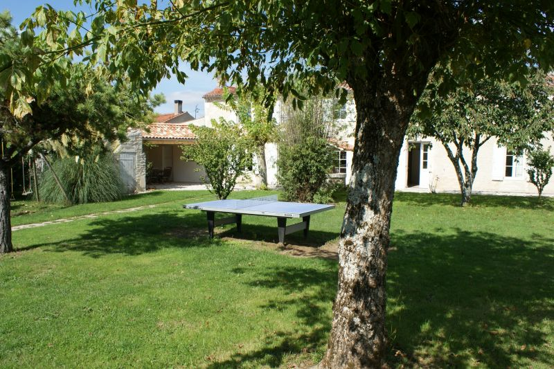 Garden Location Vacation rental 108202 La Rochelle