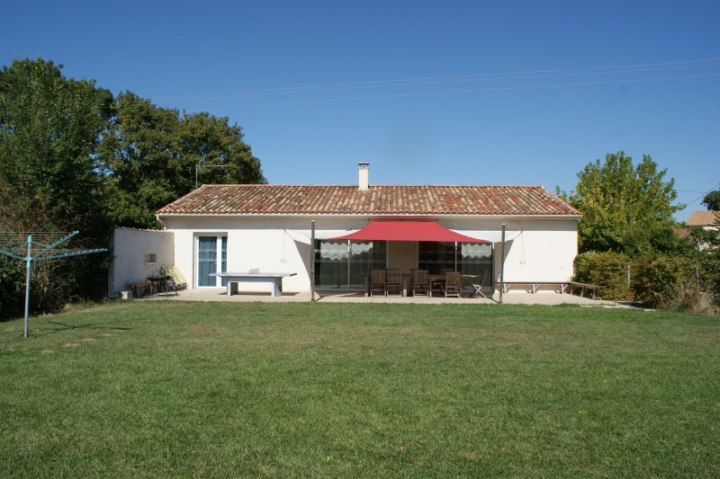View of the property from outside Location Vacation rental 108213 La Rochelle