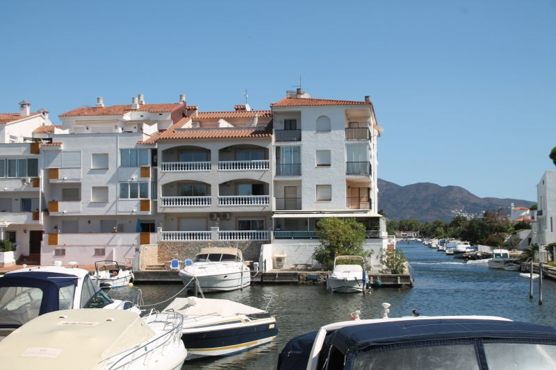 View of the property from outside Location One-room apartment 109140 Empuriabrava