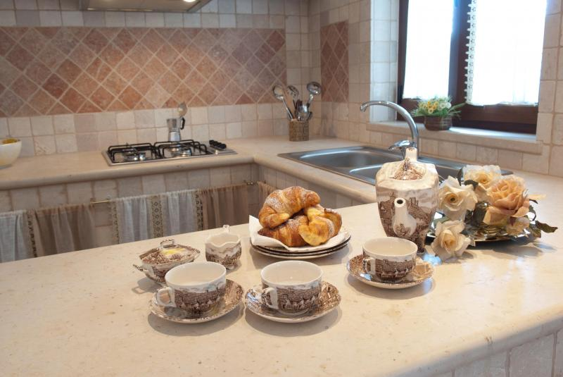 Open-plan kitchen Location Villa 63775 Ostuni