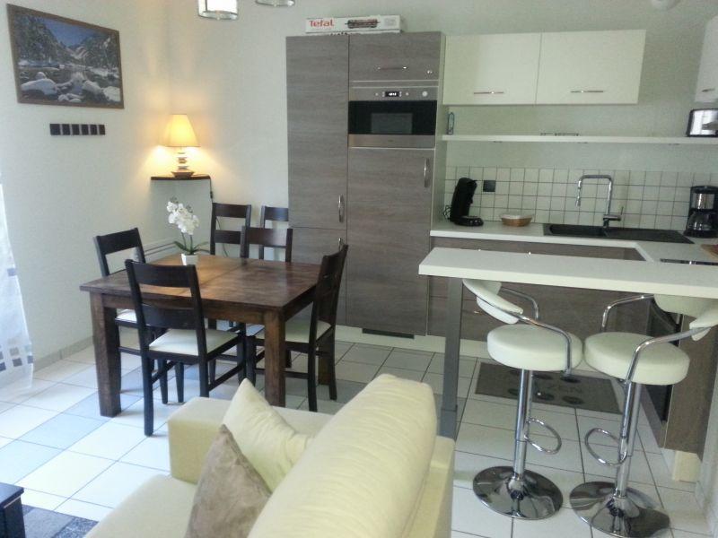 Open-plan kitchen Location Apartment 76998 Cauterets