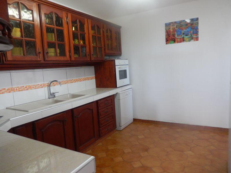 Open-plan kitchen Location Apartment 82066 Saint Francois