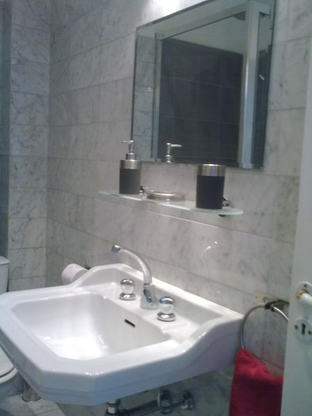 Half bath Location Apartment 87627 Nice