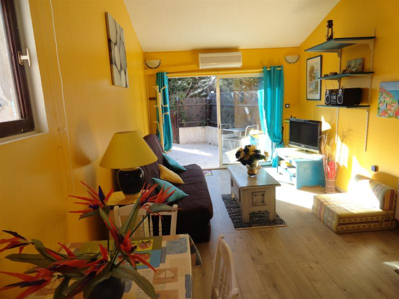 Living room Location One-room apartment 10149 La Seyne sur Mer