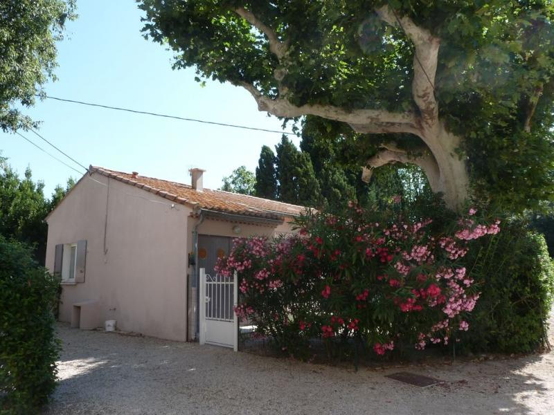 View of the property from outside Location Vacation rental 12197 Saint Rémy de Provence