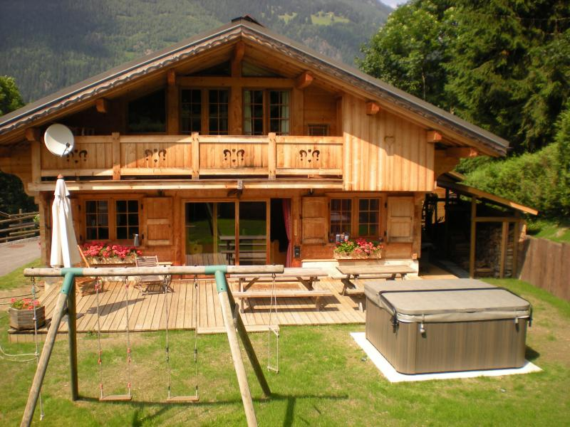 View of the property from outside Location Chalet 1412 Chamonix Mont-Blanc