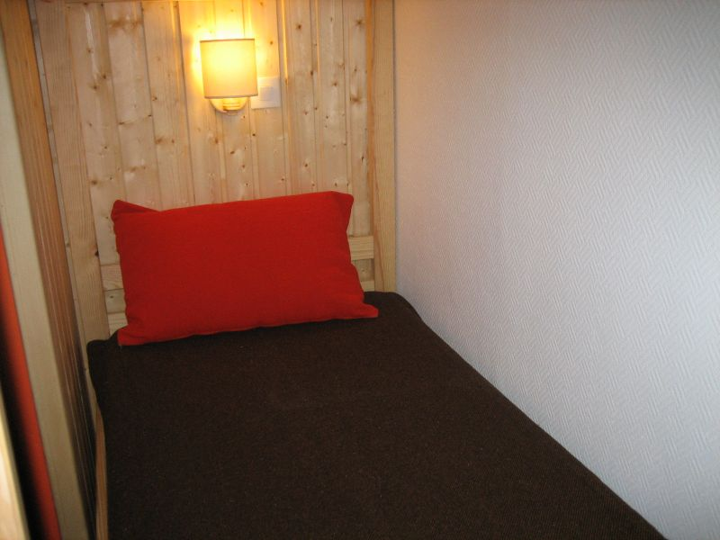 Extra sleeping accommodation Location One-room apartment 1628 Les Menuires
