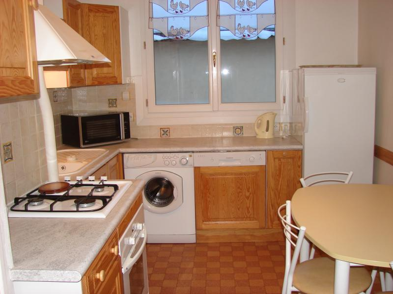 Separate kitchen Location House 16964 Montgenevre