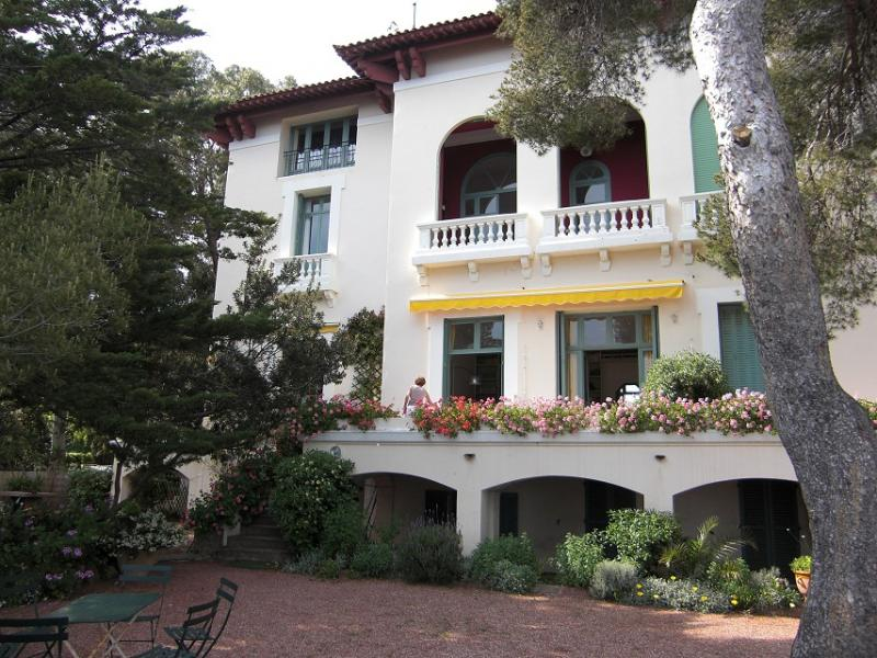 View of the property from outside Location Apartment 17205 Saint Raphael