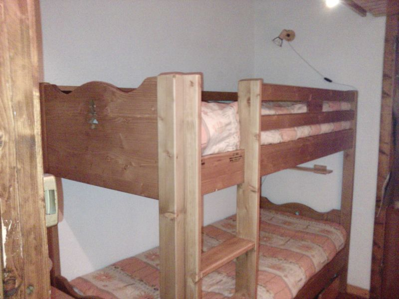 Open sleeping nook Location One-room apartment 2095 Les Orres