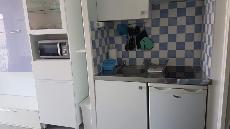 Kitchenette Location One-room apartment 21996 Nice