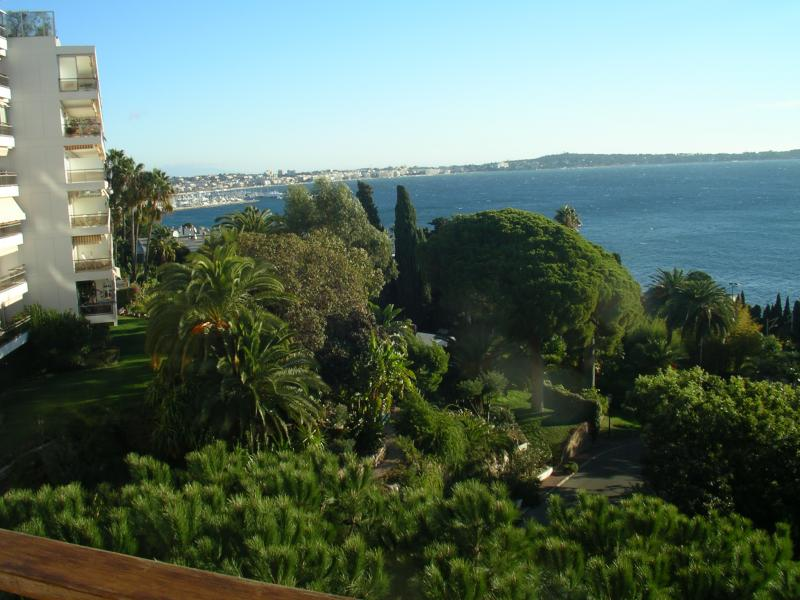 View of the property from outside Location Apartment 24962 Cannes