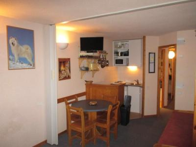 Open-plan kitchen Location One-room apartment 27285 La Plagne
