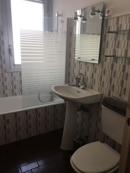 bathroom Location One-room apartment 35014 Nice